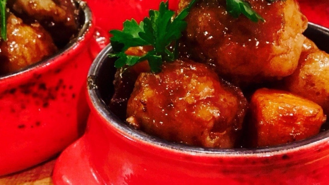 Slow braised Ox cheek & stout casserole with horseradish & parlsey dumplings by Alex Morte